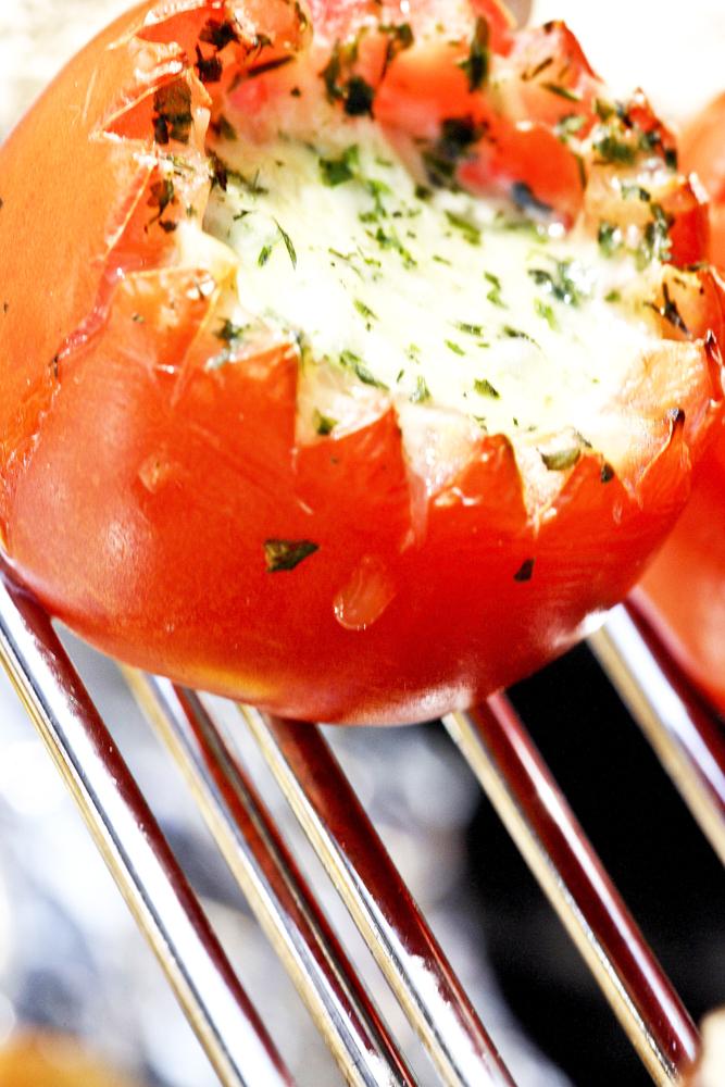 Food_Fotografie_1_Grillen_Exotisch_Vegetrarisch_Gefüllte_Tomate_Ralf_Lindenau