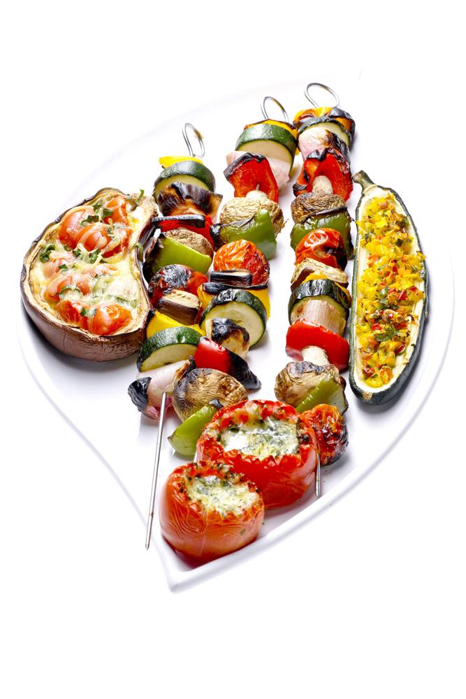 Food_Fotografie_1_Grillen_Exotisch_Vegetrarisch_Möhre_Mais_Brokoli_Tomate_Vregetarischer_Teller_Ralf_Lindenau